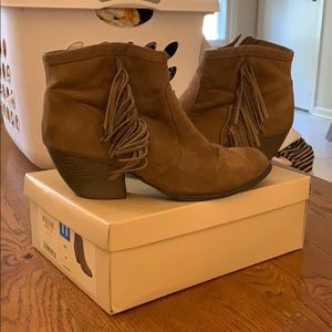 Mossimo kinley suede fringe bootie